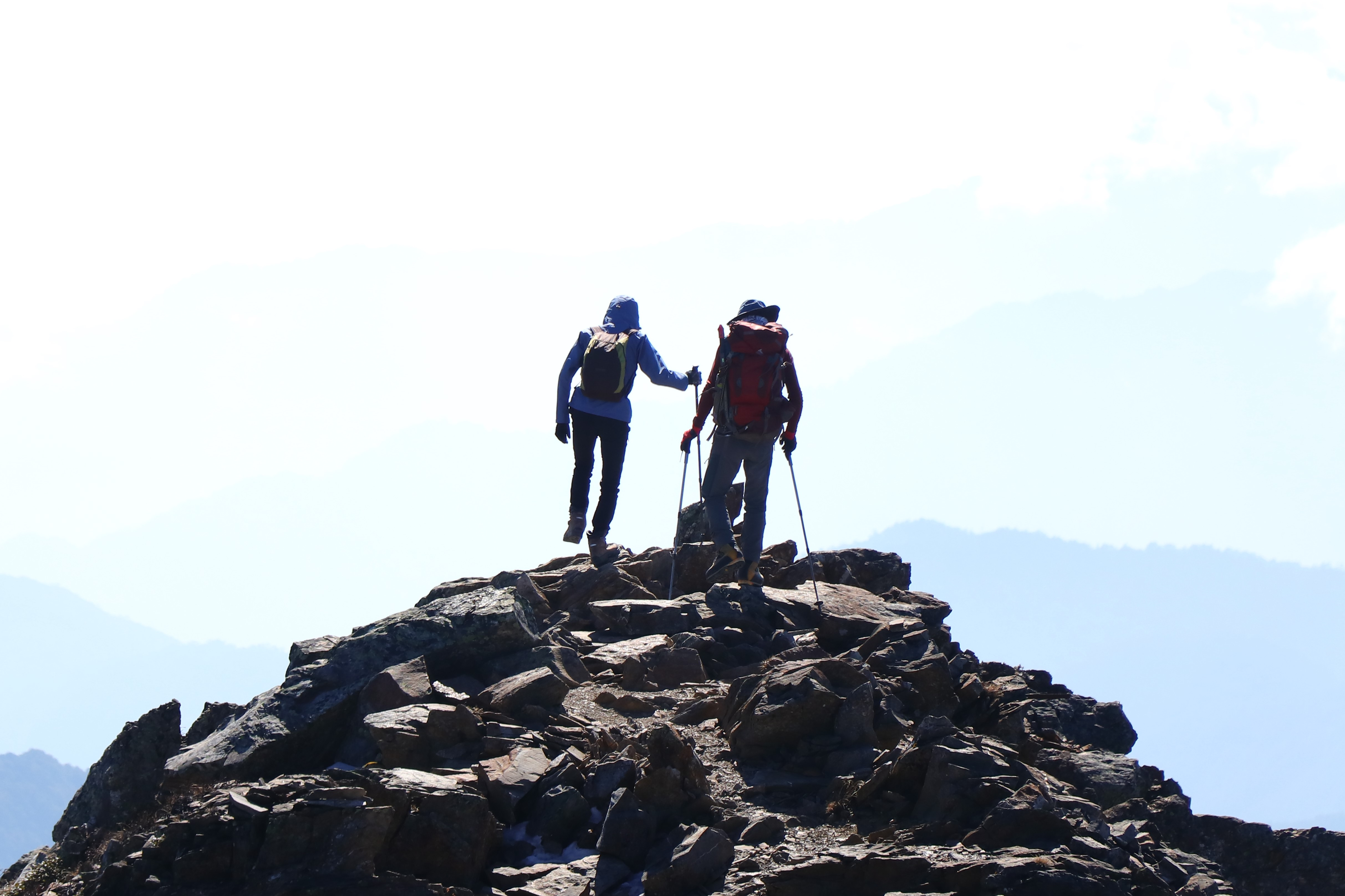 經驗豐富的各路山友,正是唾手可得的學習資源。攝於玉山東峰步道。